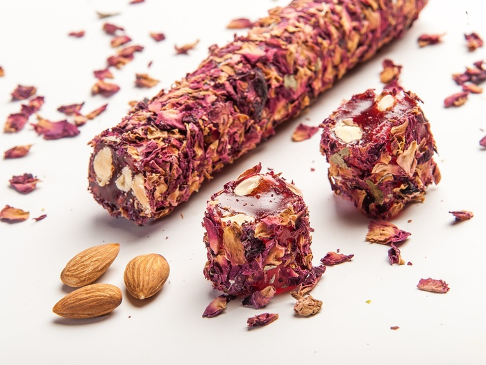 Ribbon Delight with Rose Leaves, Almond & Pomegranate